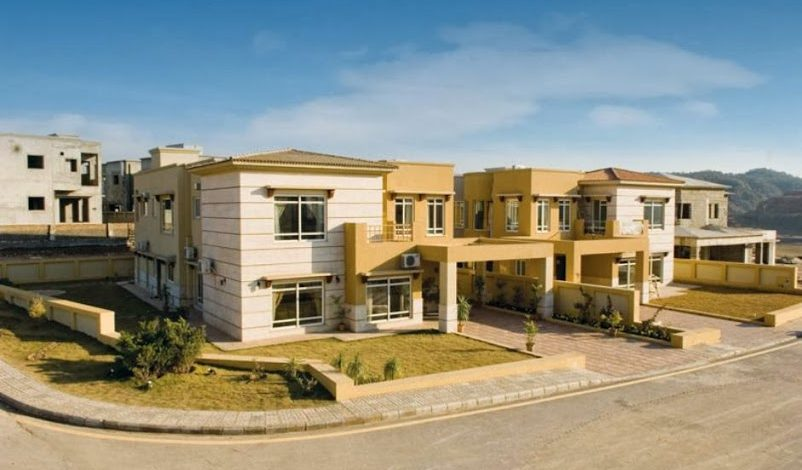 Why do people prefer to live in Bahria Town?